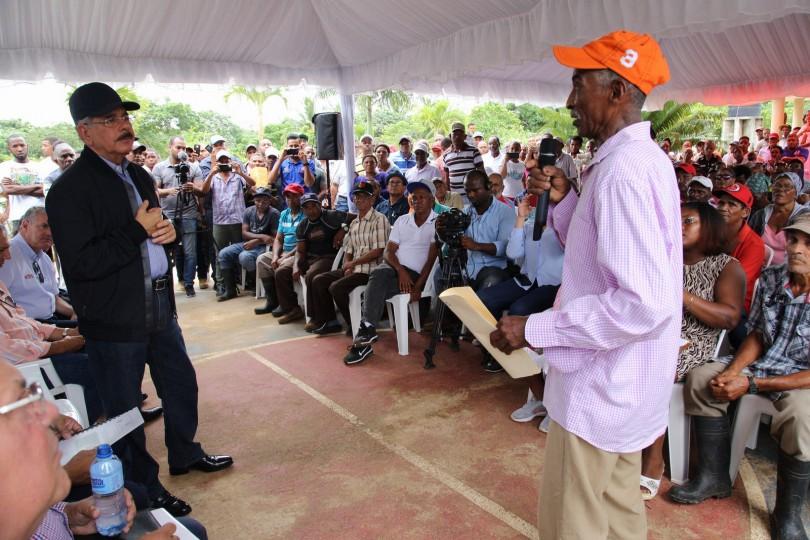 Productores de coco y cacao de Miches reciben apoyo para fomento de tareas y comunitarios